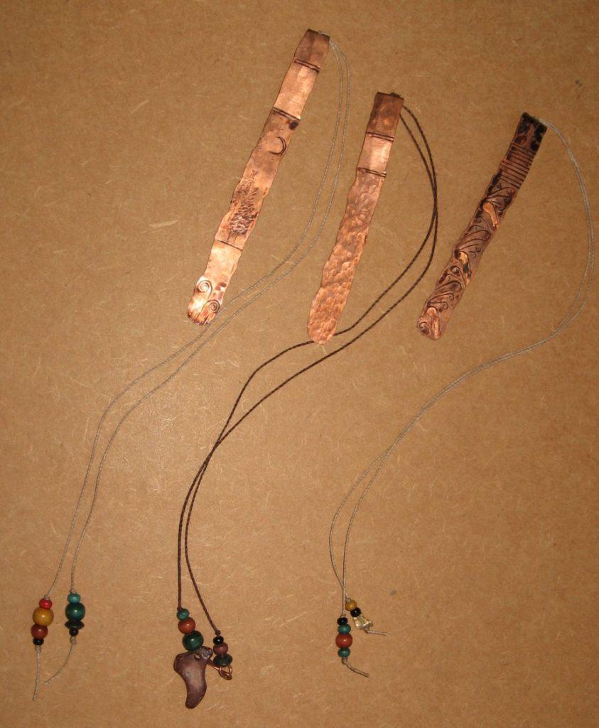Três marcadores de cobre prontos